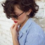 los-mejores-cortes-de-cabello-y-peinados-para-mujer-otono-invierno-2014-2015-pelo-rizado-pelo-corto-hacia-un-lado